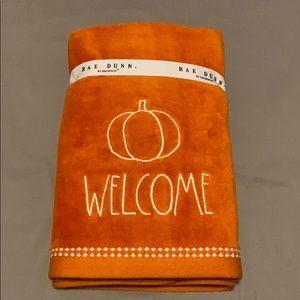New Rae Dunn Orange WELCOME Pumpkin Hand Towels